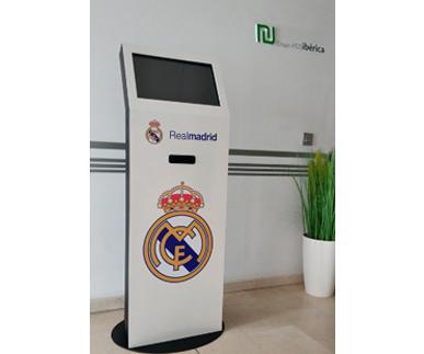 Kiosco interactivo de interior e700w éxito3